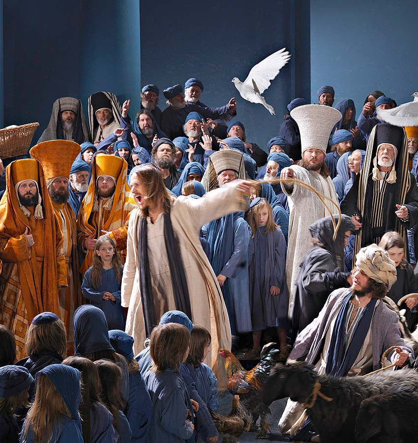 Jesus addresses the crowd - Passion Play 2022 Pilgrimages