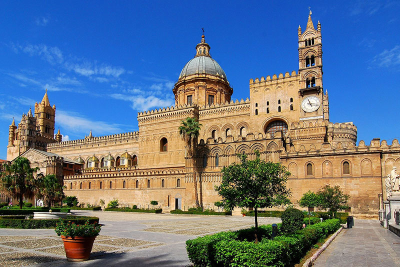 When visiting Sicily,be sure to see the Palermo Cathedral